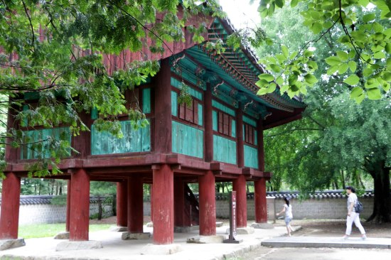 This building holds the archives of the Joseon Dynasty, and is listed in UNESCO's Memory of the World Registry.